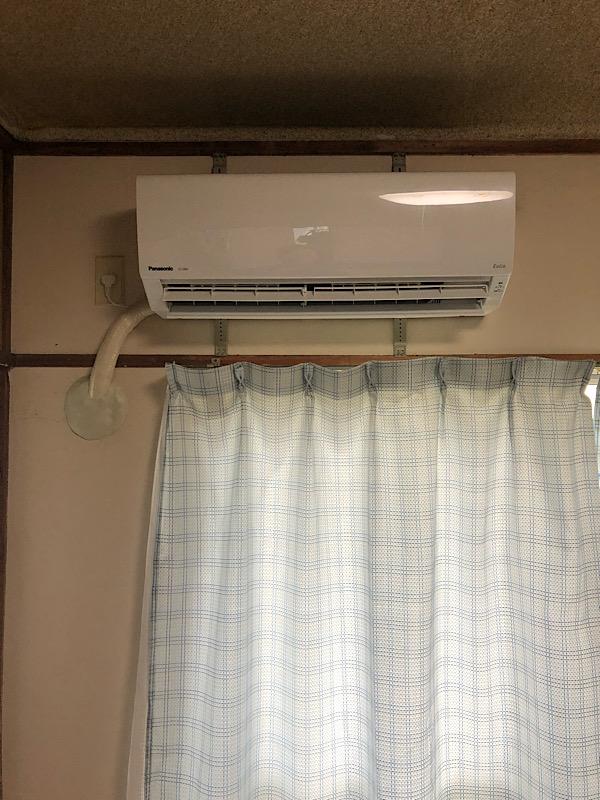 前回配管が折れていたエアコンの代わりに新規エアコン取り付け