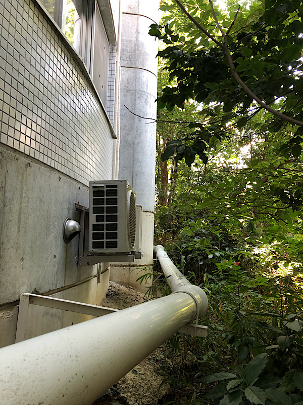 生駒市のマンション取り付け工事(崖で壁掛け工事)